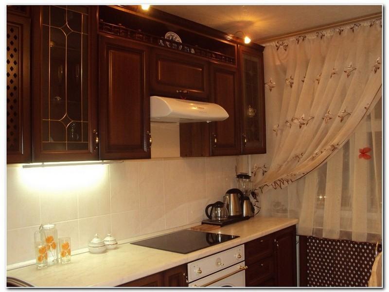 Угловая кухни с подсветкой.
