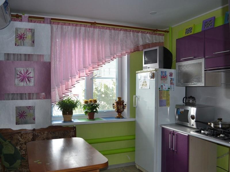 Яркие шторы на кухню