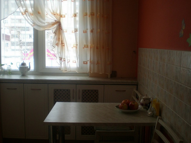 svetlie-shtori-dlya-kuhni-foto19