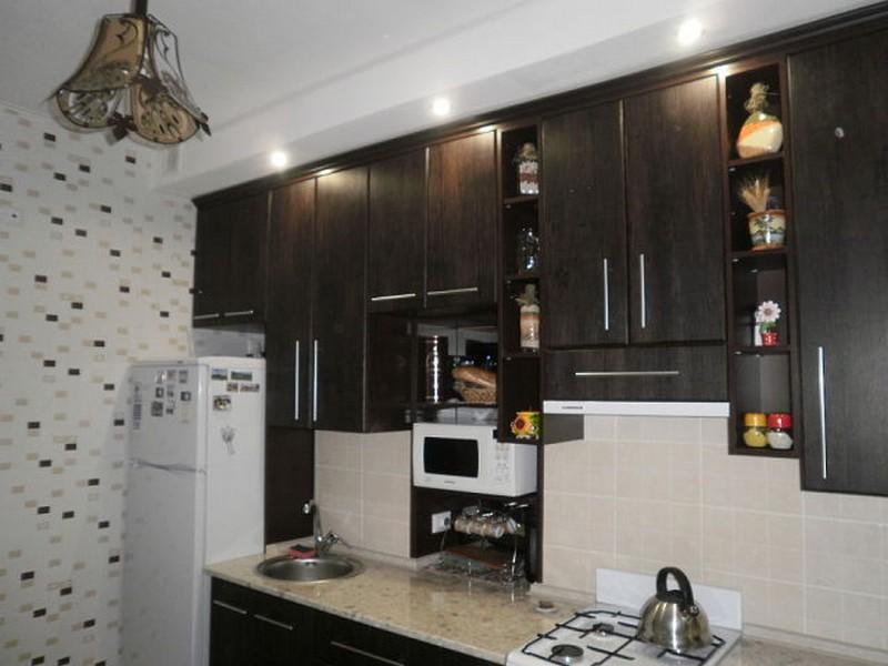 черно белые обои на кухню
