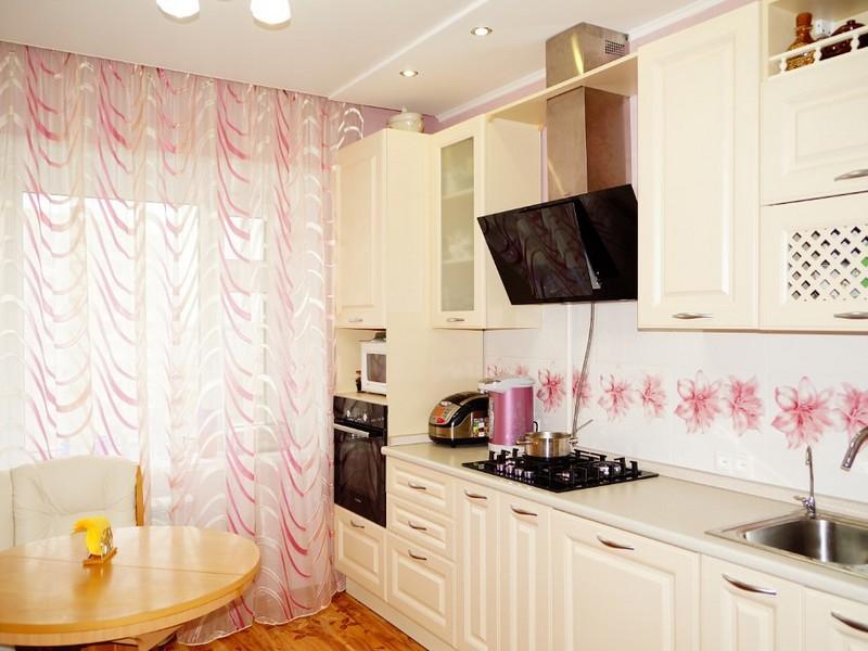 b1f304ec455 Белое оформление кухни можно назвать довольно смелым решением