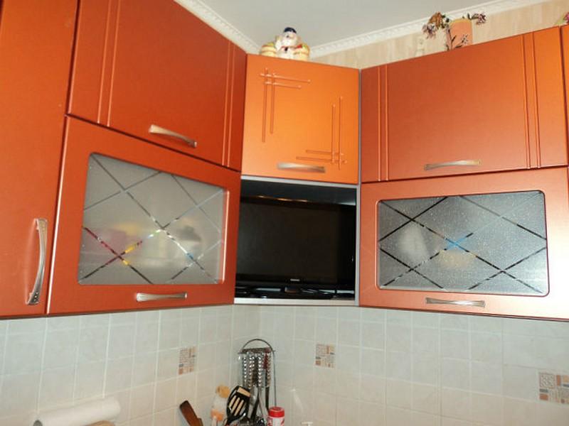 кухни оранжевого цвета в интерье
