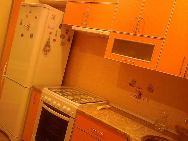 Оранжевые кухни в хрущевке