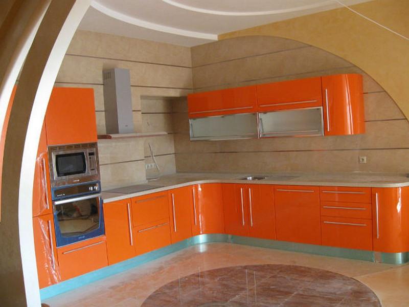 Кухонный гарнитур в оранжевом цвете