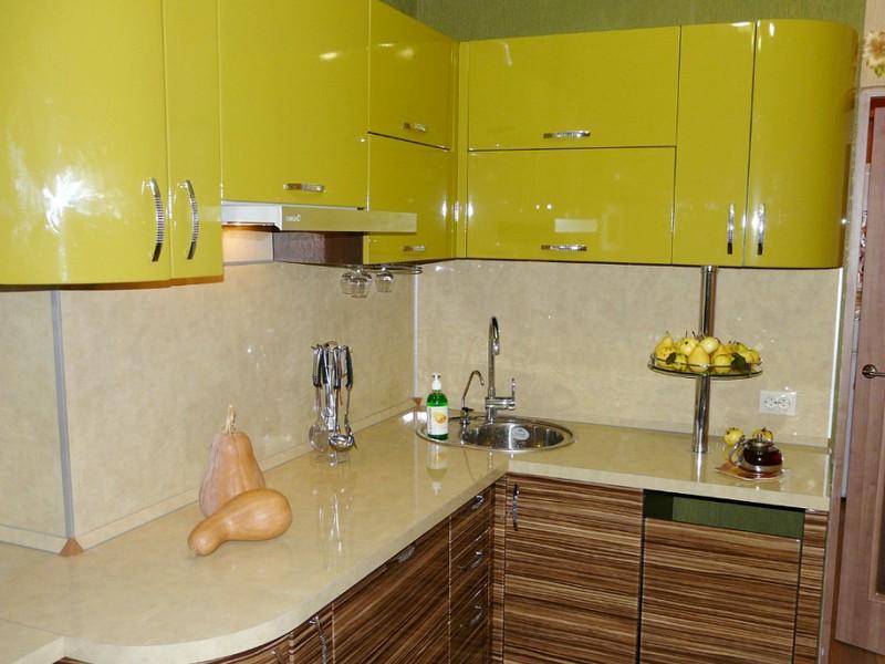 Кухня зеленая с коричневым фото