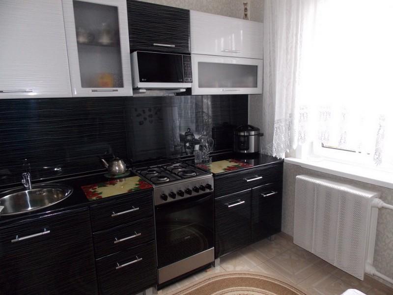 Черно белый кухонный гарнитур