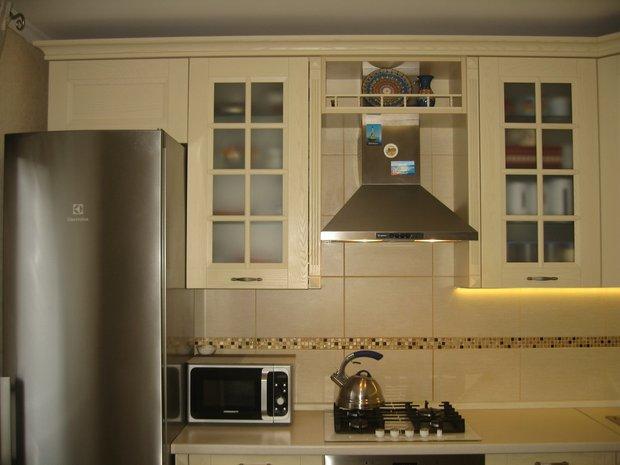 Дизайн кухни в бежевых тонах (фото)