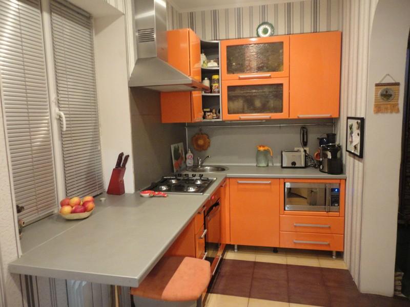 Небольшие кухни с барной стойкой