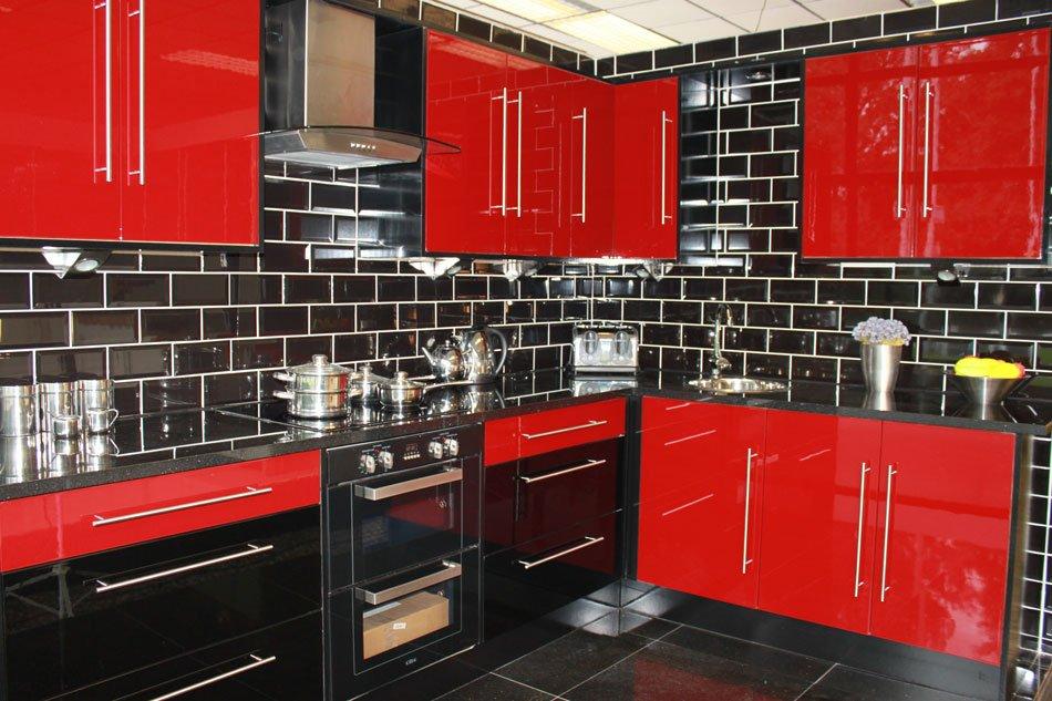 кухня в красно-бело-черном цвете фото стать настоящей женщиной