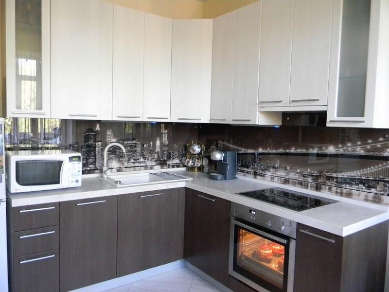 Белая кухня столешница венге фото