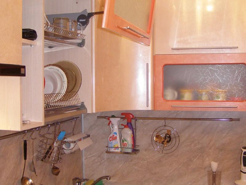 Угловая кухня для малогабаритной кухни своими руками 88