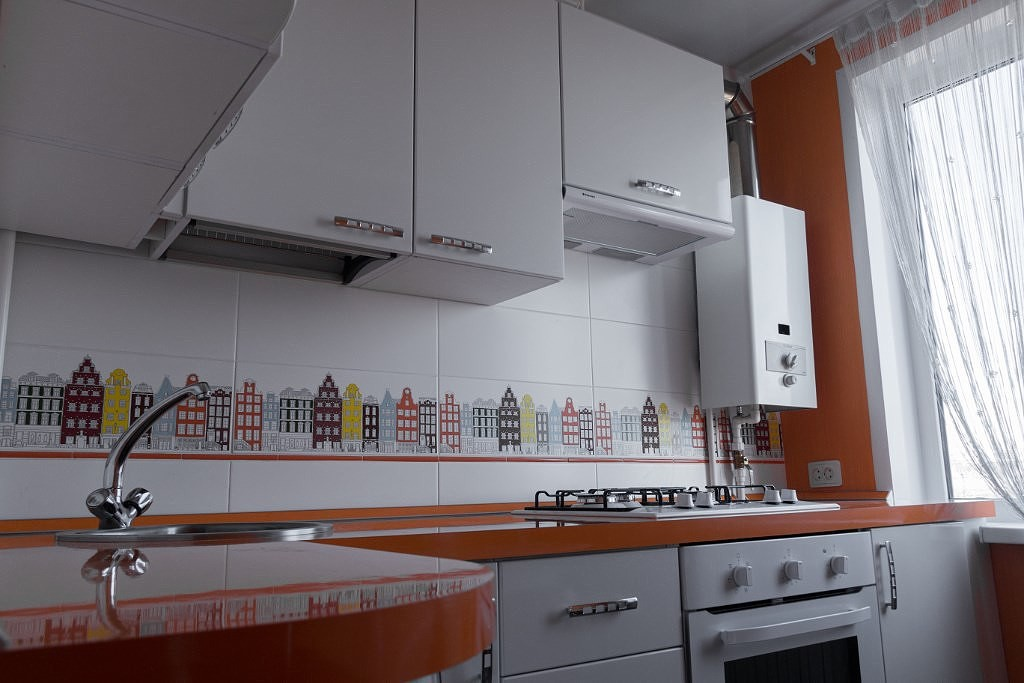 Дизайн кухни с газовой колонкой (реальные фото)