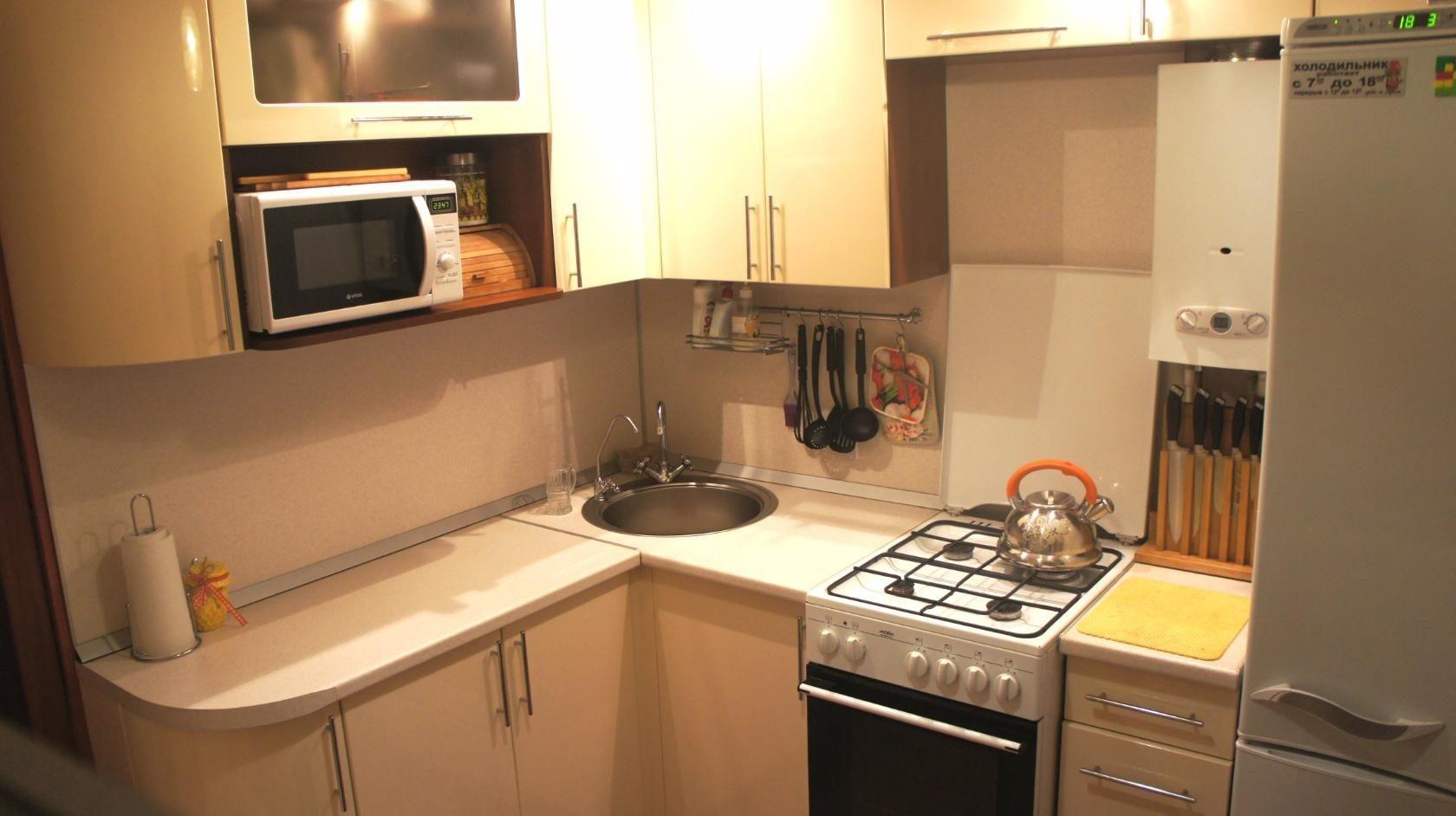 Дизайн маленькой кухни с микроволновкой