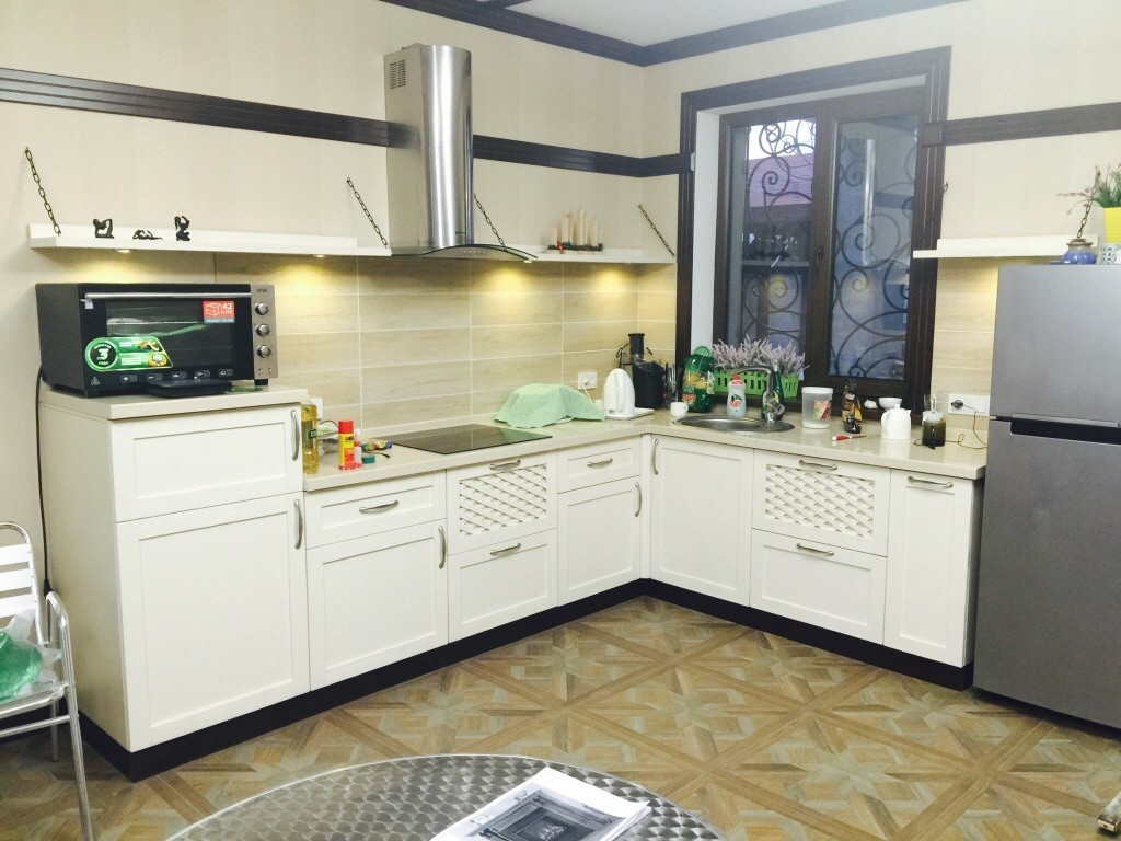Фото вытяжек в интерьере кухни295