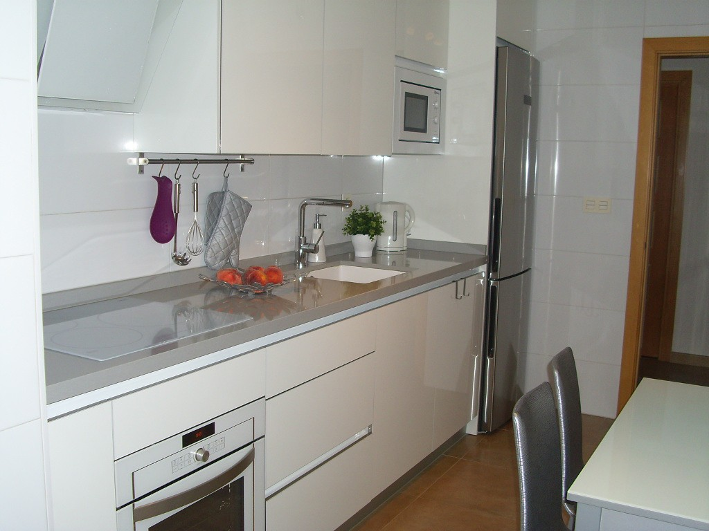 Кухня в серых цветах - фото реальных интерьеров