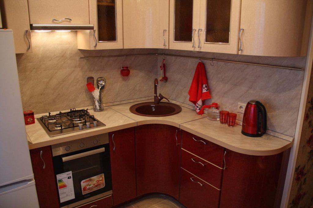 Угловая кухня для малогабаритной кухни своими руками 72