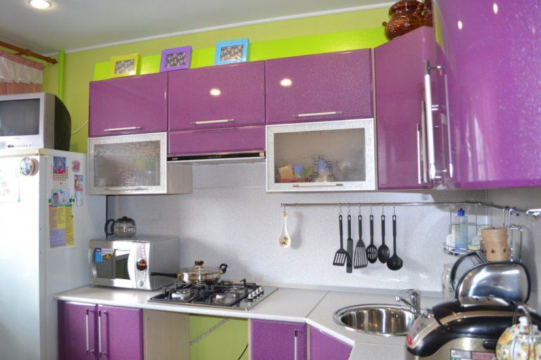 Зелено фиолетовая кухня фото