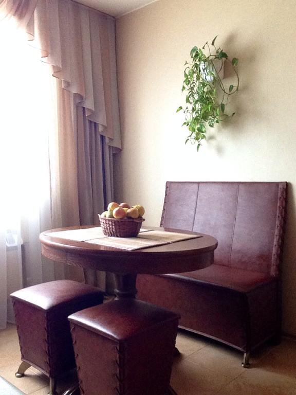 Круглый стол на кухню: разновидности, материалы изготовления, реальные фото