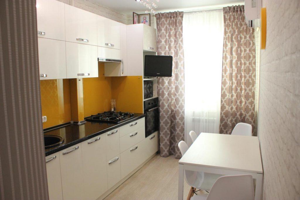 Интерьер кухни 10 кв м с линейной расстановкой кухонного гарнитура фото