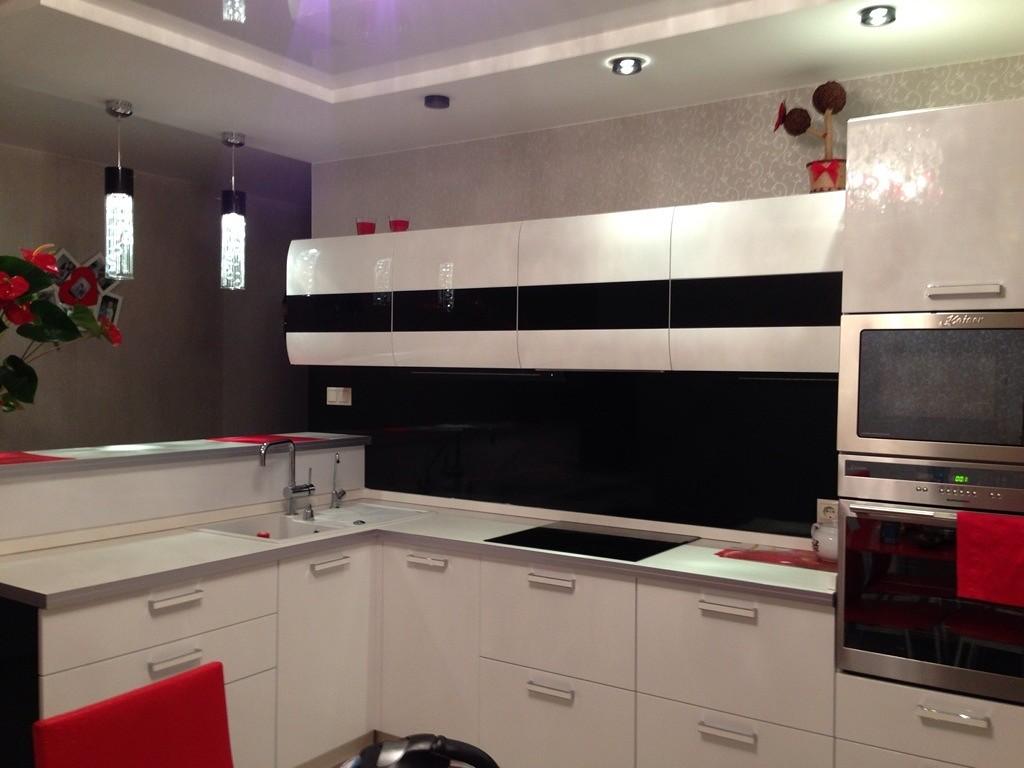 Черно белая кухня реальные фото