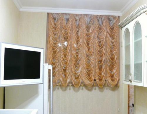 Французские шторы в интерьере кухни (фото примеры)