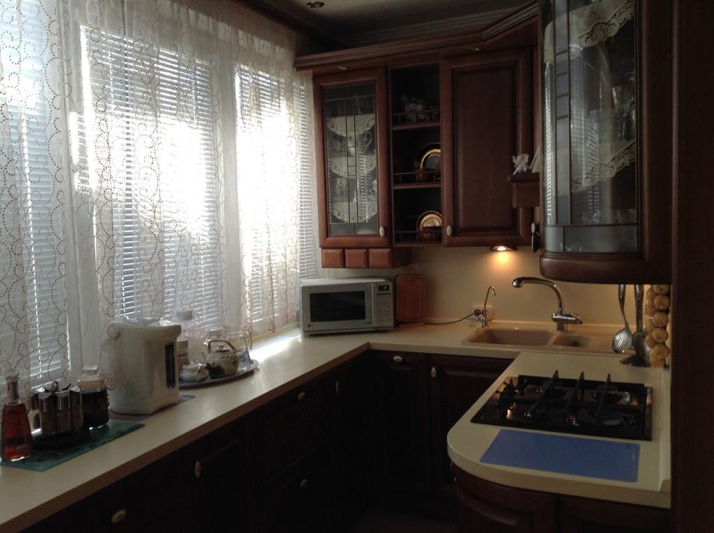 Жалюзи для кухни: плюсы и минусы, разновидности, материал и цвет, 80+ реальных фото