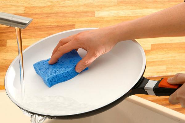 Как отмыть алюминиевую сковороду от нагара