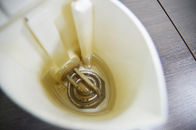 Как убрать накипь в металлическом чайнике