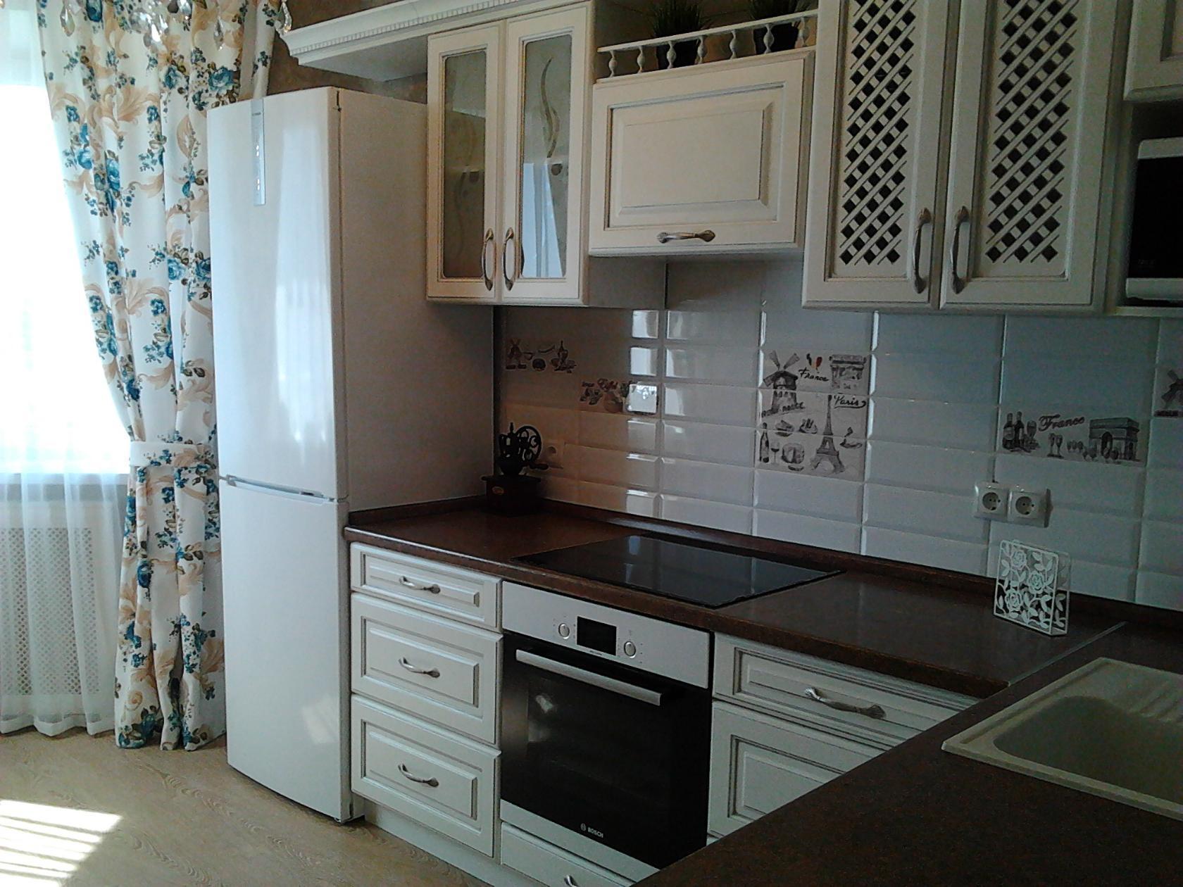 Дизайн белой кухни с деревянной столешницей (60+ фото примеров)