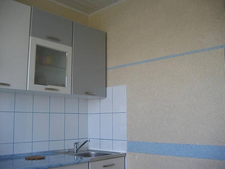 Жидкие обои в интерьере кухни (фото примеры)