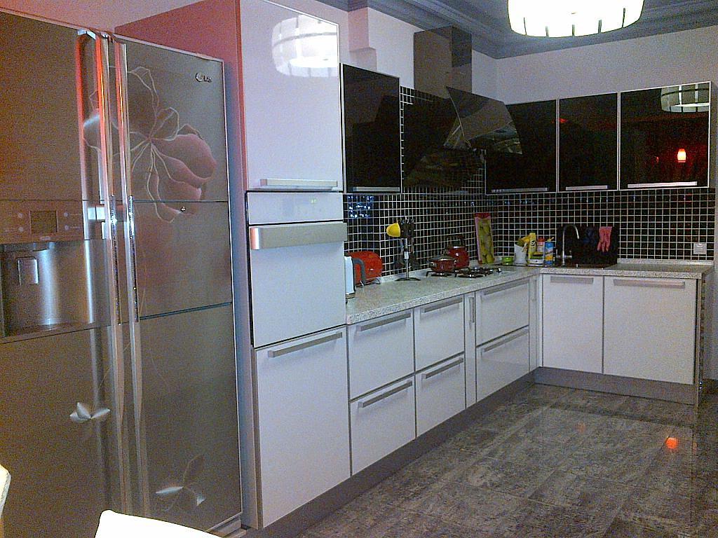 Фасады для кухни в алюминиевых рамках: плюсы, отзывы, фото примеры