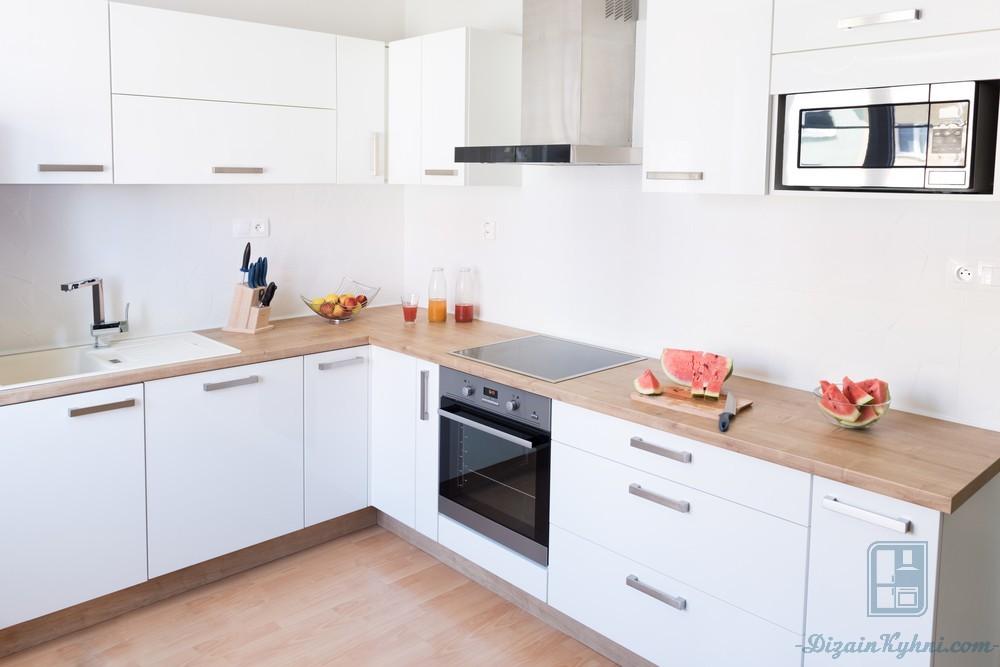 белая кухня с деревянной столешницей 60 фото примеров