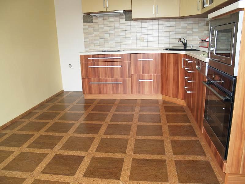 Пробковый пол на кухне: плюсы и минусы, разновидности, как выбрать (фото примеры)