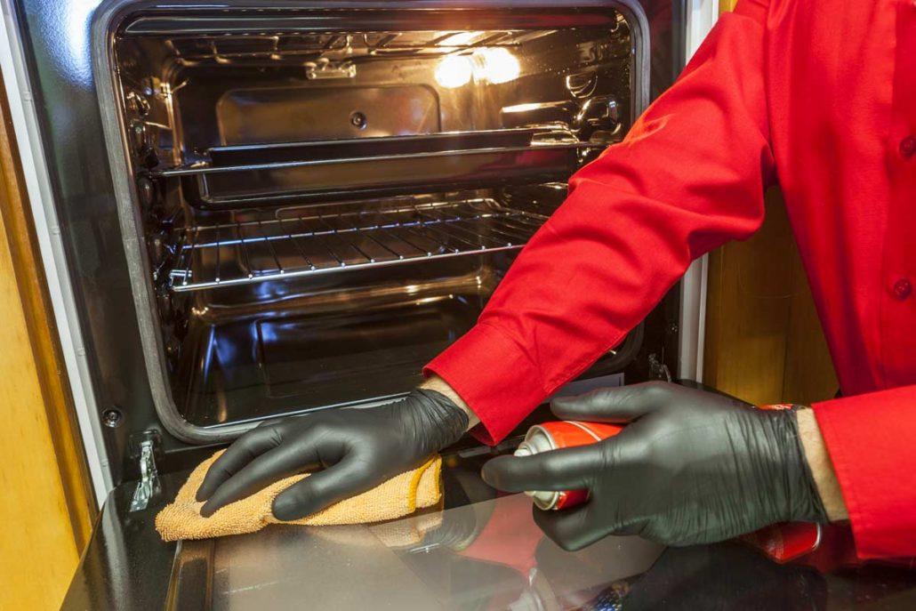 Как очистить духовку от жира и нагара