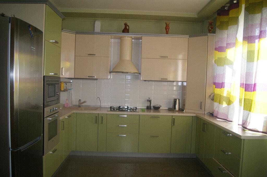 Смотреть фото кухонь в цвете олива кремовый